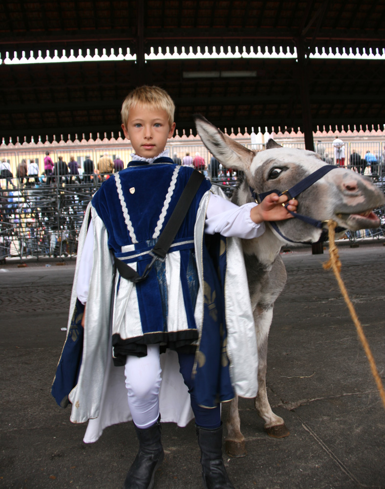 Wearing the blue & white colors of  contrada  San Lorenza
