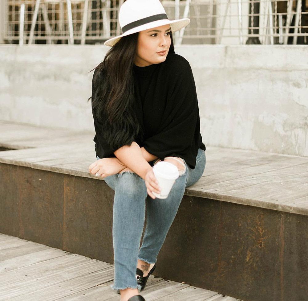 Alexandria of @vivaluxphotography