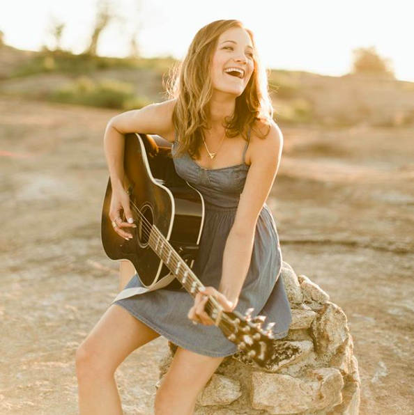 Sarah of @sarahmilesmusic - singer + songwriter