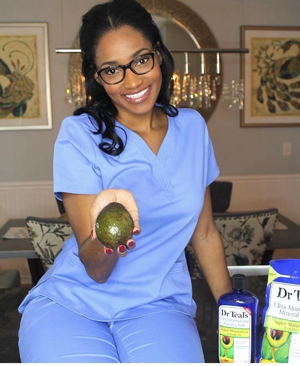 Meet Julia, nurse practitioner + blogger behind @thenursejulia