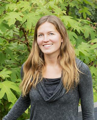 Meet Meg, graphic designer & branding behind @meglinkdesign