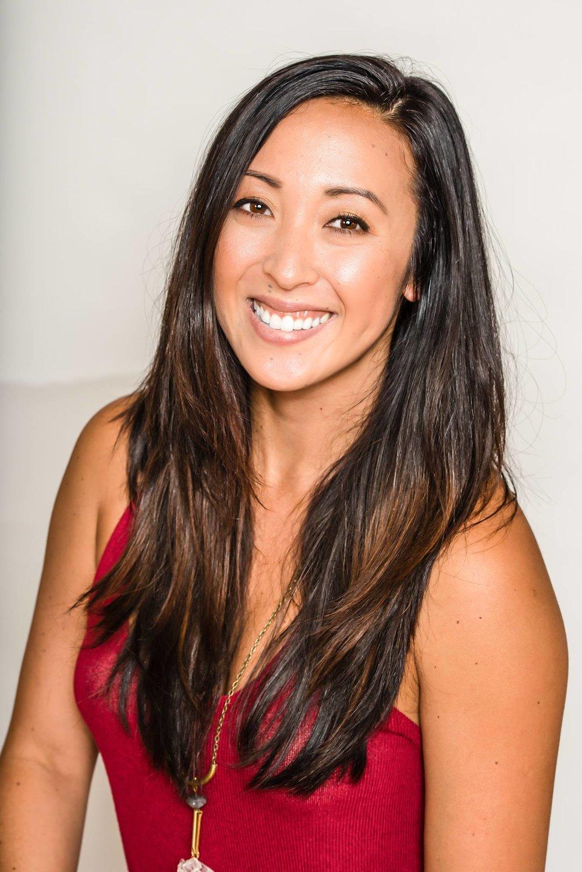 Meet Angela,graphic designer behind @angelaewingard