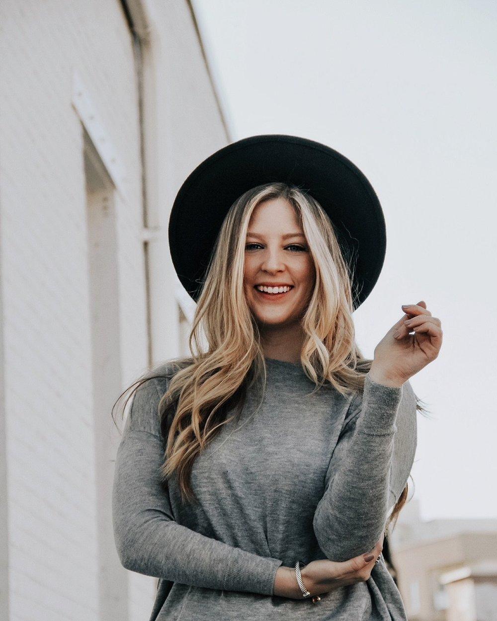 Meet Elizabeth,blogger behind @elizabethpishal