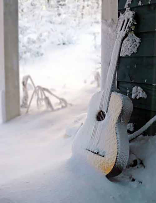 snow-guitar2.jpg