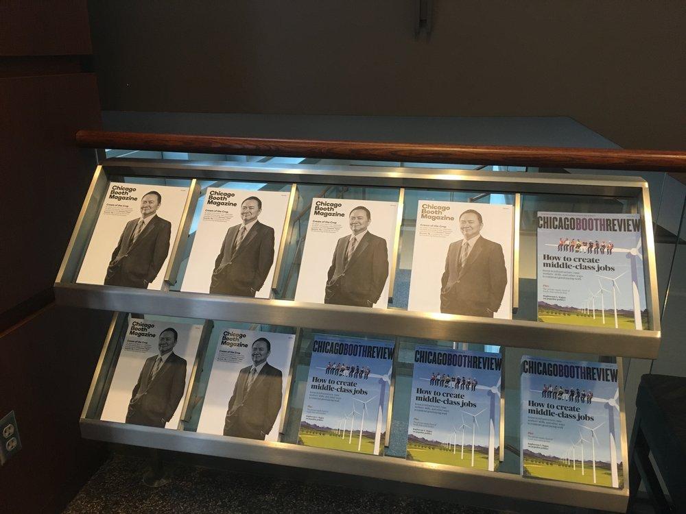 Gleacher Centerにて。倉地さんの写真がChicago Booth Magazineの表紙を飾ってます。