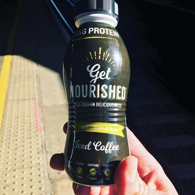High protein lactose free iced coffee ❄️☕️? Perfect for the morning commute on 🌞days like these! #commutercoffee #icedcoffee #proteincoffee #getnourished #fitfam #fitfoodie #hotterthanibiza #toohotforclothes #coffee #arabica #highprotein #protein #lactosefree