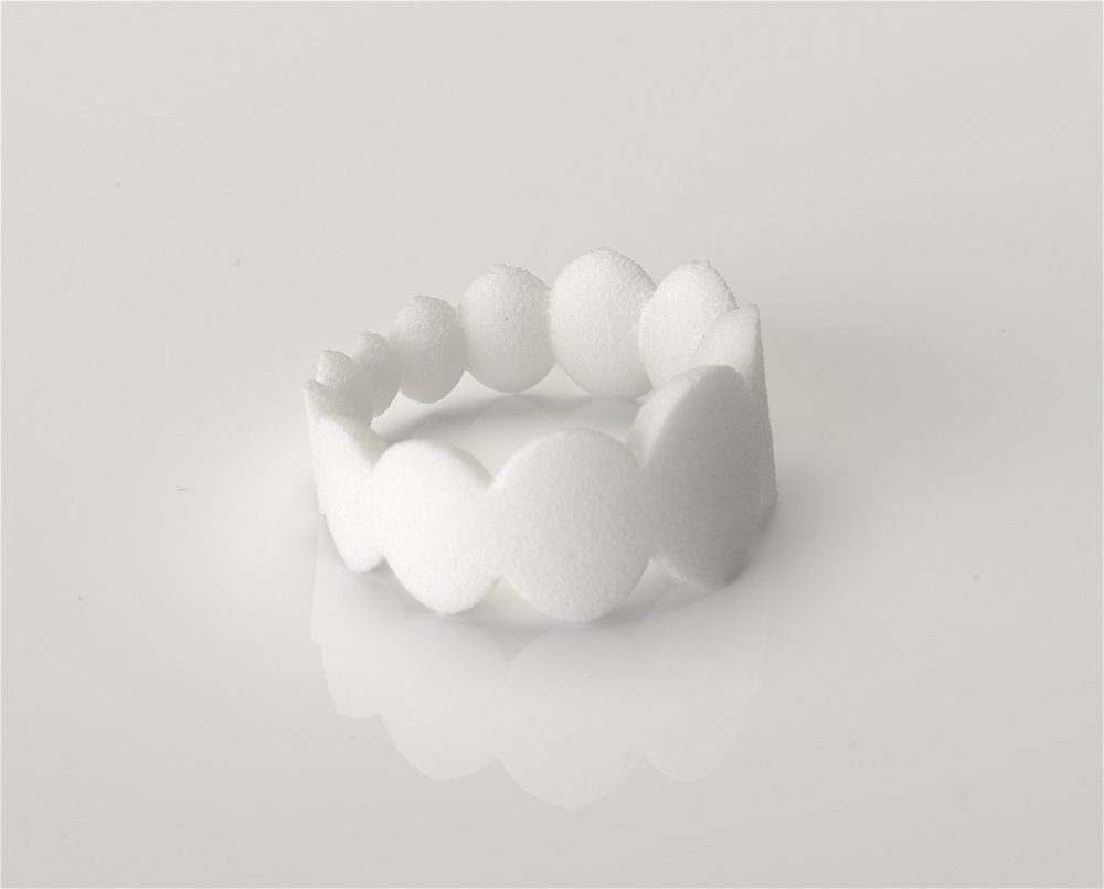 oval Halbkugel Ring Kunststoff Modell.JPG