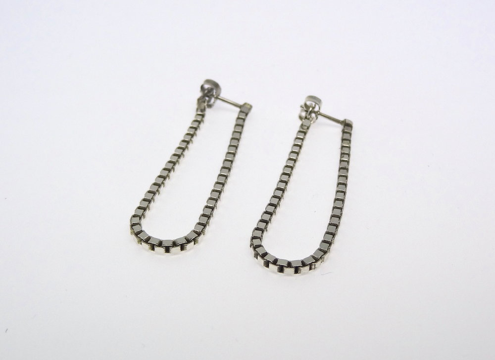 earring sideways chain U.JPG