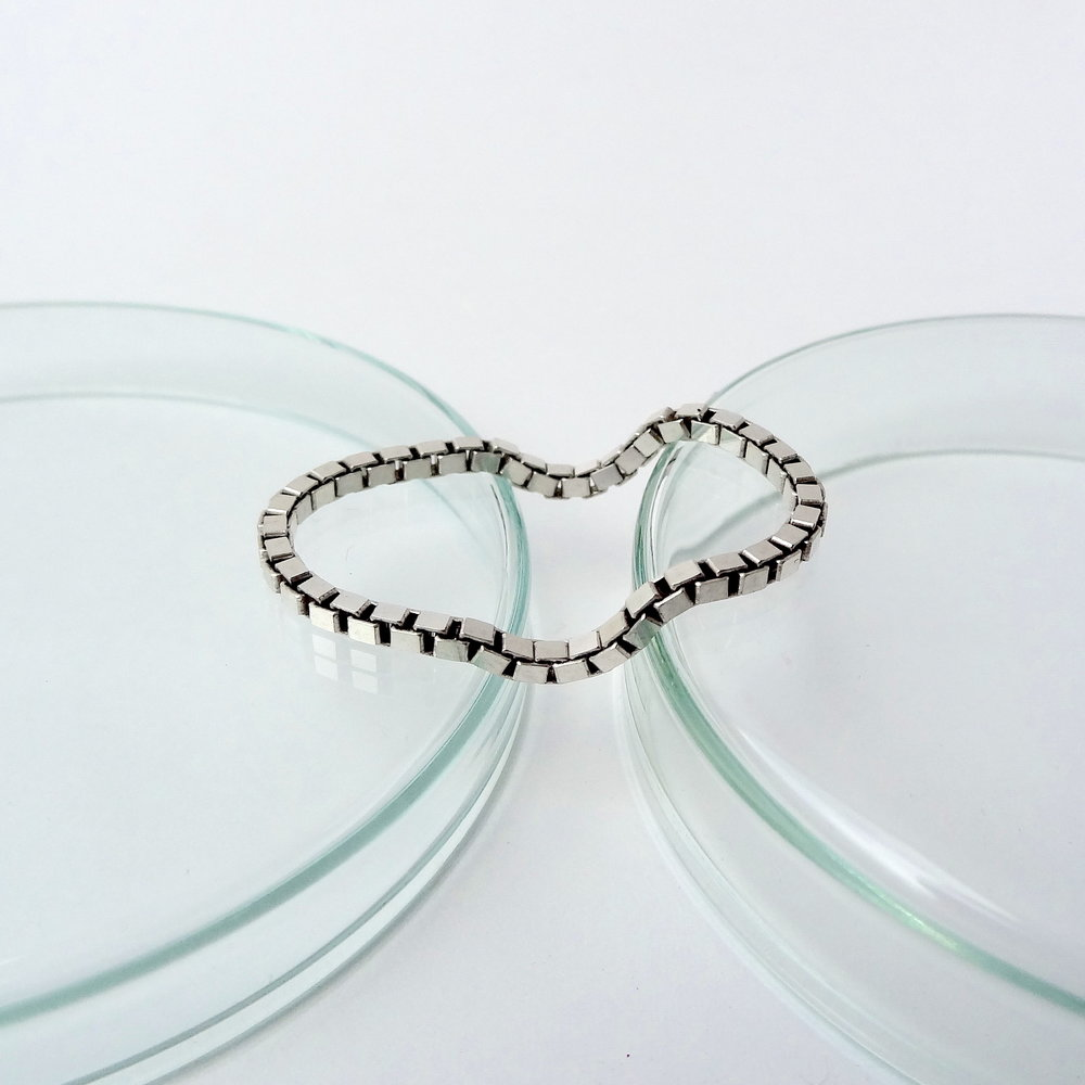 Ring double box chain Mood front flat.JPG