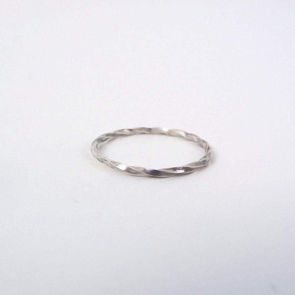 twisted ring thin fa.JPG