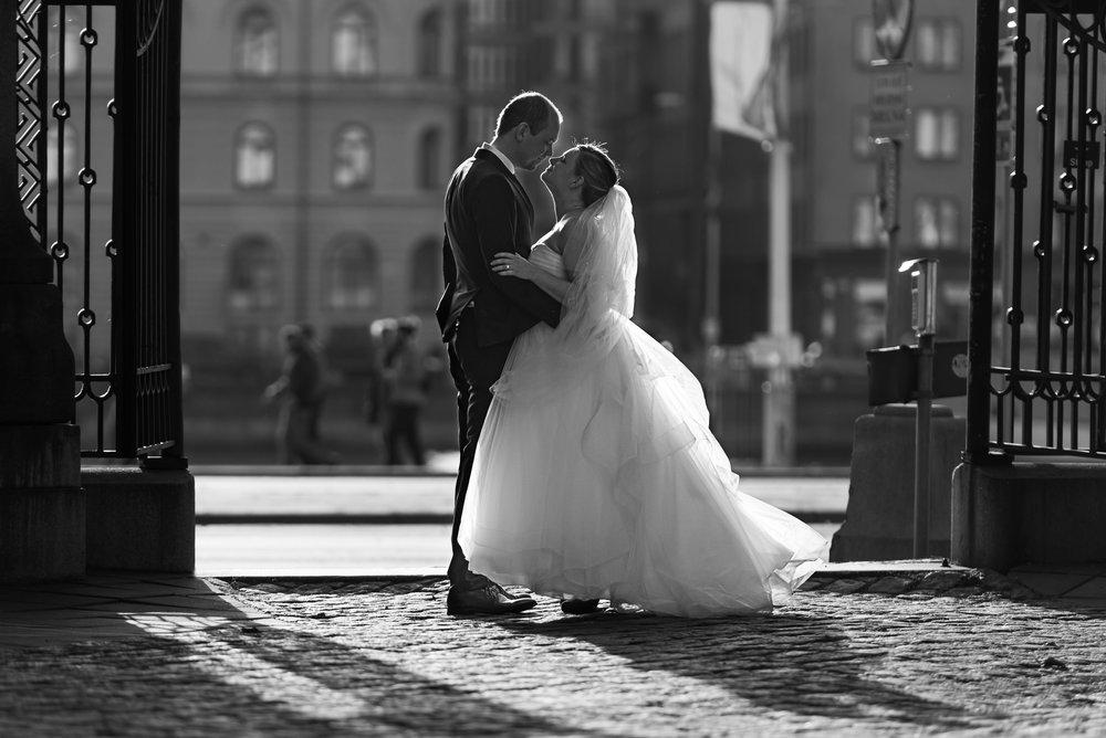 Magin i det korta ögonblick precis före en kyss mellan nygifta...