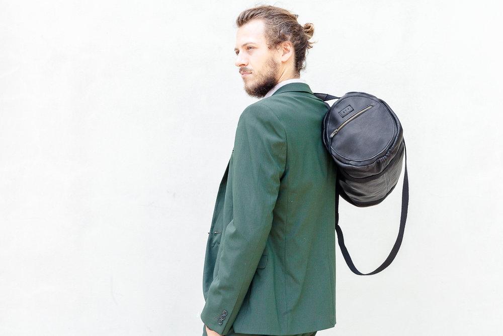 leonardo bag - 220 euro