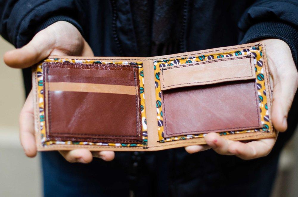 brown wallet -