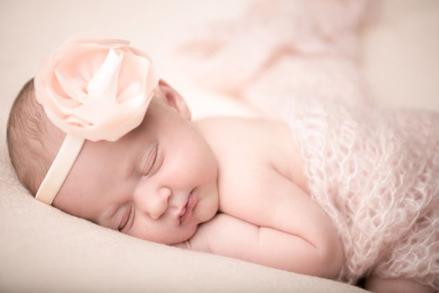 Viste du at poserte bilder er enklest å få til når baby sover? Det kan forenkle sesjonen om baby holdes litt våken og aktivisert i forkant av fotograferingen. ⠀⠀⠀⠀⠀⠀⠀⠀⠀ .⠀⠀⠀⠀⠀⠀⠀⠀⠀ .⠀⠀⠀⠀⠀⠀⠀⠀⠀ .⠀⠀⠀⠀⠀⠀⠀⠀⠀ .⠀⠀⠀⠀⠀⠀⠀⠀⠀ .⠀⠀⠀⠀⠀⠀⠀⠀⠀ .⠀⠀⠀⠀⠀⠀⠀⠀⠀ .⠀⠀⠀⠀⠀⠀⠀⠀⠀ .⠀⠀⠀⠀⠀⠀⠀⠀⠀ .⠀⠀⠀⠀⠀⠀⠀⠀⠀ .⠀⠀⠀⠀⠀⠀⠀⠀⠀ .⠀⠀⠀⠀⠀⠀⠀⠀⠀ .⠀⠀⠀⠀⠀⠀⠀⠀⠀ .⠀⠀⠀⠀⠀⠀⠀⠀⠀ ⠀⠀⠀⠀⠀⠀⠀⠀⠀ .⠀⠀⠀⠀⠀⠀⠀⠀⠀ .⠀⠀⠀⠀⠀⠀⠀⠀⠀ .⠀⠀⠀⠀⠀⠀⠀⠀⠀ .⠀⠀⠀⠀⠀⠀⠀⠀⠀ . #babyfotograf #babylykke #familielykke #familie #gravidfoto #gravid #fotografering #minner #lykke #lykkelig #nesodden #foreldreogbarn #studiostarberg #bekkenogbarn #bekkenogbarnskøyen #skøyen #oslo