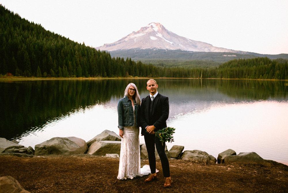 wedding portrait in front of trillium lake in oregon
