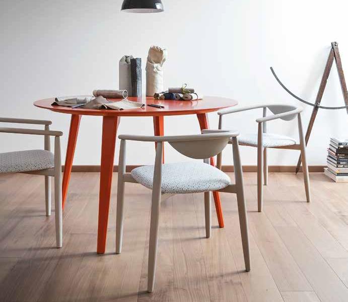 tavolo e sedie moderni