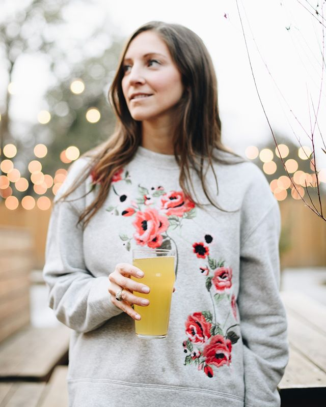 Enough of this winter stuff, it's time to enjoy a cold pint outside again, right?! Here's an image from the shoot we did for @rightbeecider at @kaiser_tiger_chicago, with our co-founder @thebrazengourmand standing in as our model for the day. Shooting, styling, modeling, sharing - we do it all around here! . . . . . #foodstyling #foodstylist #chicagomodel #rightbeecider #kaisertiger #creativeagency #photographer #socialmediamanager #socialmediamanagement #socialmediamarketing #digitalmarketing #chicagophotographer #foodphotographer #creativity #chicagowebdesign #chicagographicdesign #chicagobiz #entrepreneur #socialmediatips #naperville #lombard #glenellyn #chicagosmallbusiness #smallbusinesstips #craftbeerphotographer #vetrepreneur