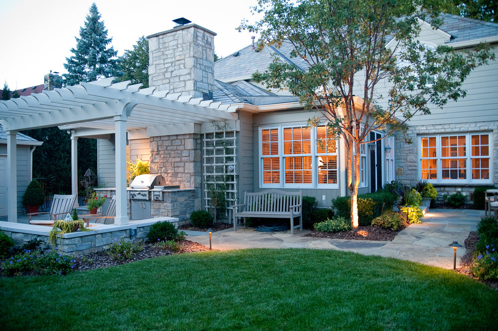 ARLINGTON OUTDOOR LIVING -