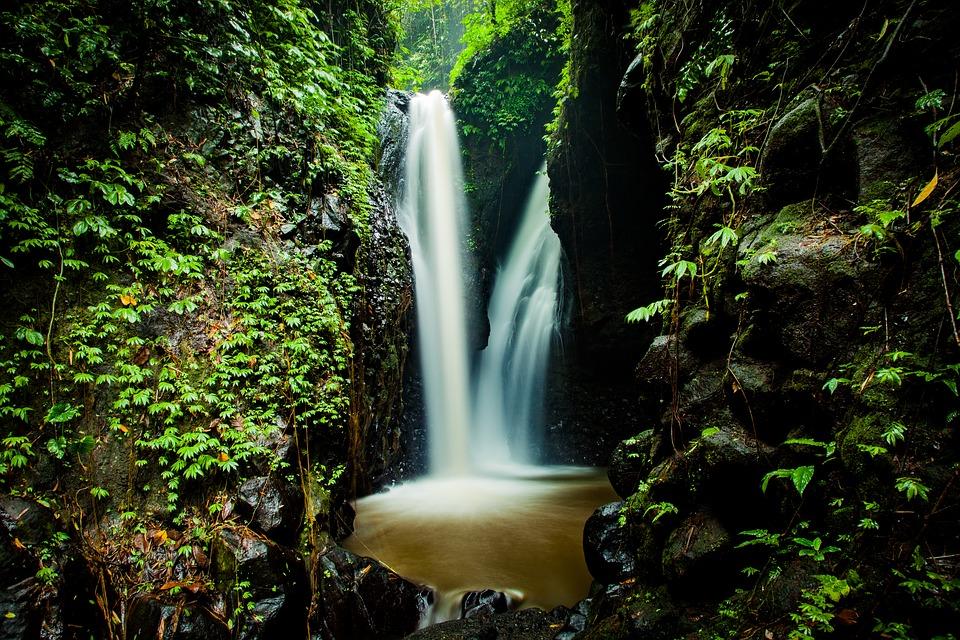 waterfall-1514142_960_720.jpg
