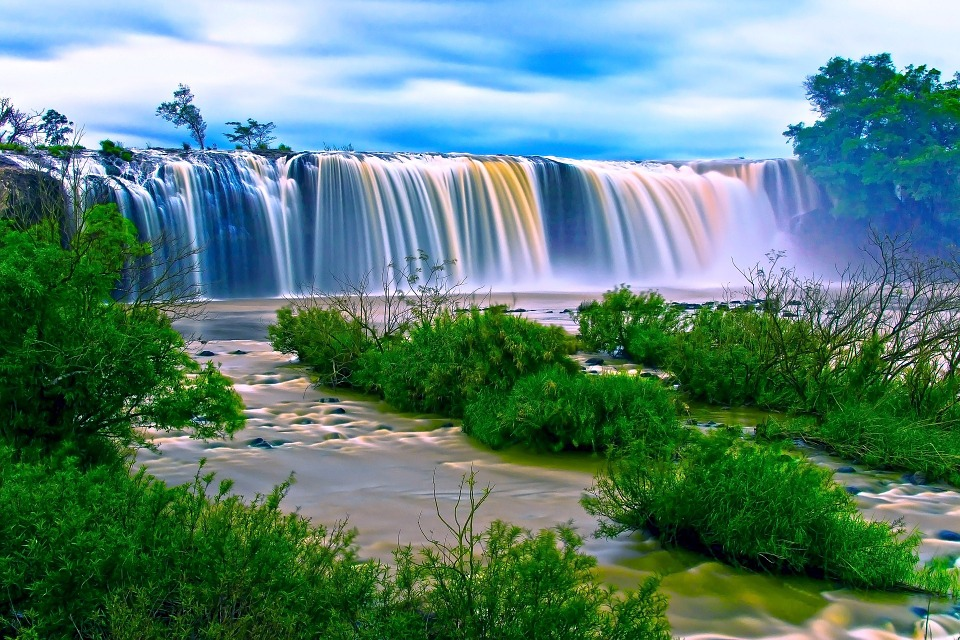 waterfall-163579_960_720.jpg