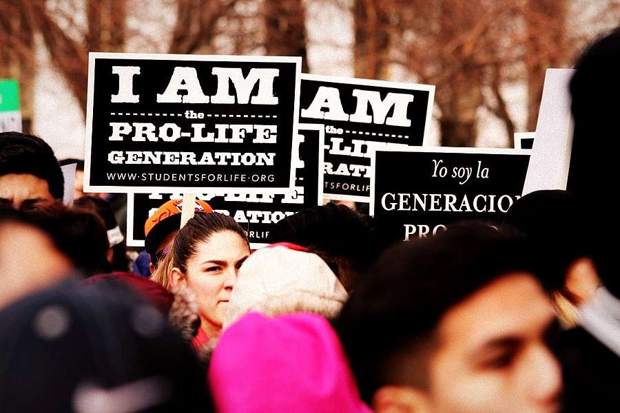Pro_lifers_gather_in_front_of_the_Denver_Capitol_for_the_2016_March_for_Life_on_January_16_2016_Credit_Peter_Zelasko_CNA_4_11_16.jpg