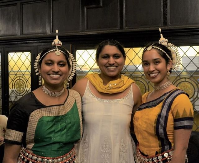 Dancers from the classical Indian dance group Apsara pose in McCormick Lounge. Image via Estelle Higgins / @ChicagoMaroon | #apsara #uchicagoarts #chicagomaroon #dance #classicalindiandance #uchicago