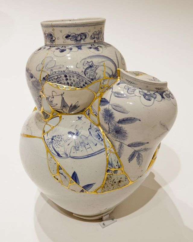 """""""Translated Vases,"""" 2007. Yeesookyung (Korean, b. 1973). White and underglaze blue-and-white porcelain vessel fragments, epoxy, and gold leaf. Currently on view at @SmartMuseum. 