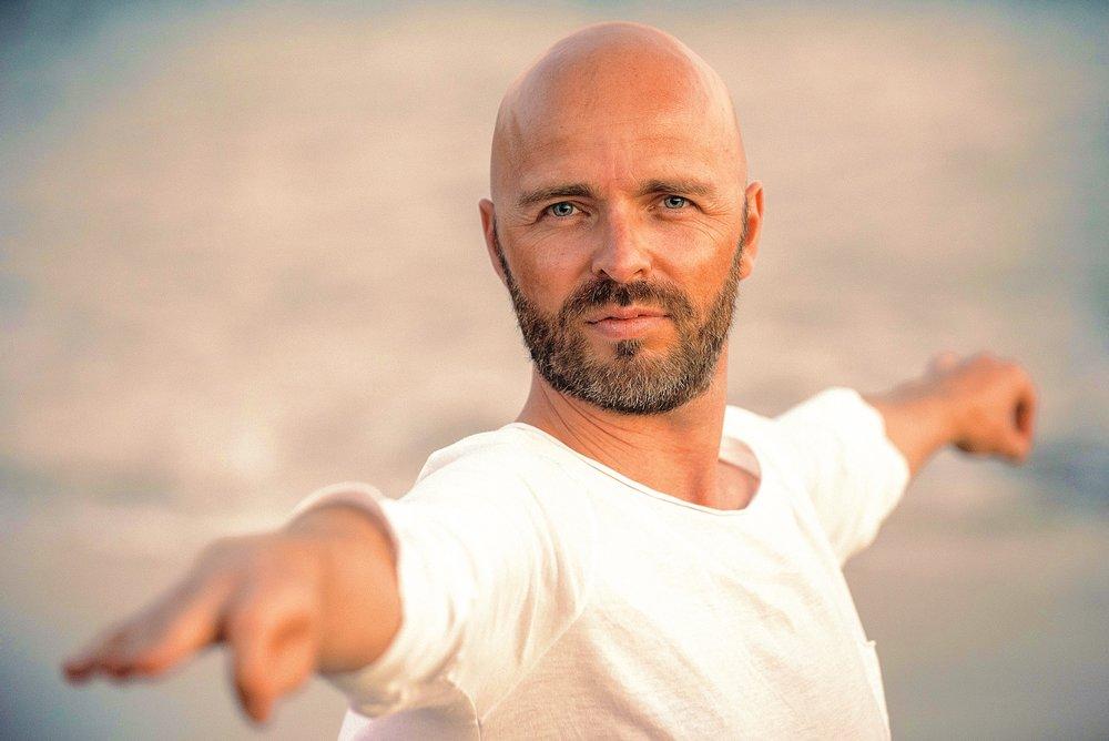 - Med certificeret Yoga instruktør & Life-Coach Simon 'Simao' Jespersen