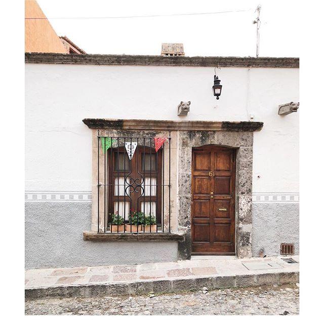 San Miguel bound for cobblestone roads, margaritas, and a few fiestas para mi hermanita y su novio. . . . #sanmigueldeallende #caramarrymiamoore #alwaysmexico