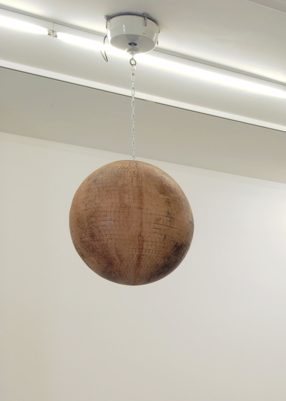 Kelley Walker,  Circle in Circle,  2006, cast chocolate, motor, chain, 61 cm