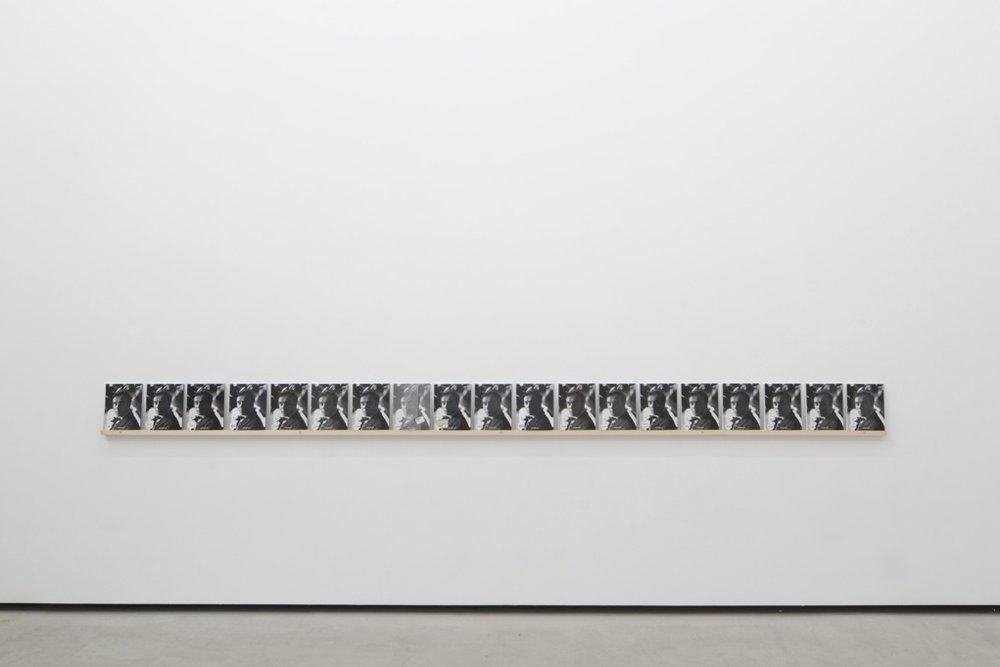 Jacques André, Achat à répétition °89 , 2012 – 2103, 9 exemplaires de « Klein par Hannah Weitemeier », Ed Taschen, 2007, étagère en bois installée à 90,5 cm de hauteur, 25 x 391 cm