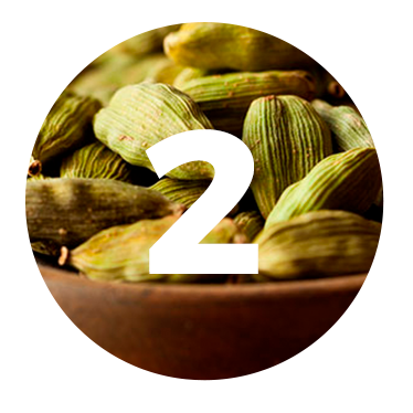 CARDAMOM - We begin our journey with the bitterness of cardamom. An old Indian secret that guarantees a warm and aromatic tone.