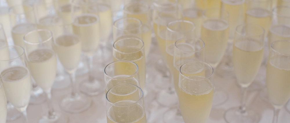 outdoor-wedding-champagne.jpeg