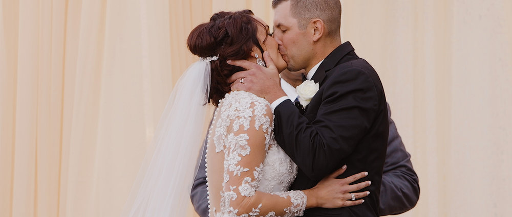 wedding-couple-kiss-videography.jpeg