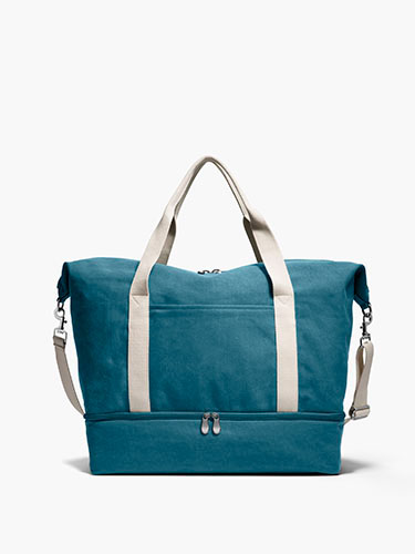 THE CATALINA LARGE CANVAS WEEKENDER - Another perfect gift for the boss on the go! This weekender by Lo & Sons is perfect for those quick trips when you literally have to stuff everything into one bag!