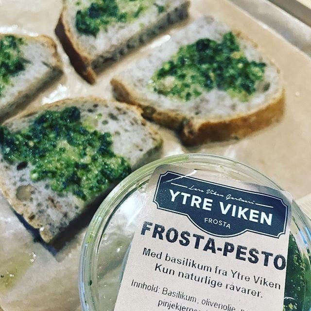 Kom en tur innom oss i dag mellom 11 og 16, så får du smake frosta-pesto fra @ytreviken. Nydelig pesto med kun naturlig råvarer. #lokalmat