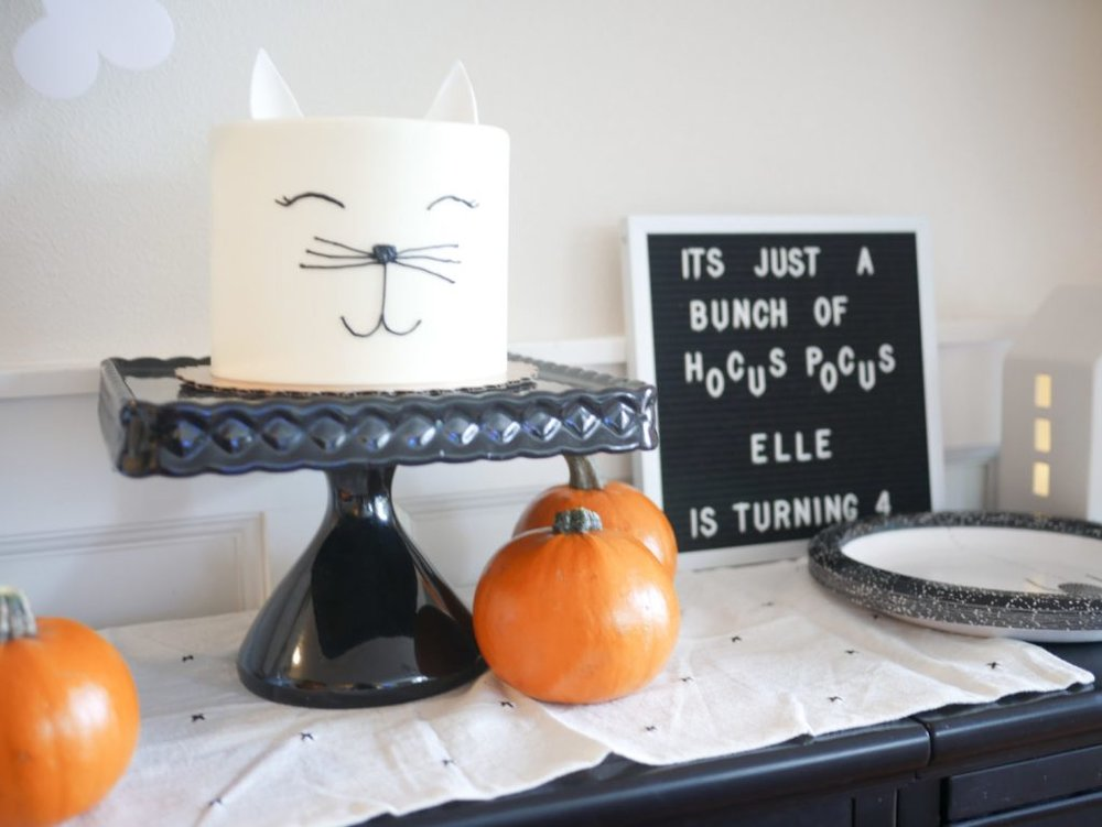 Hocus-Pocus-Birthday-Party Cat Cake.jpg