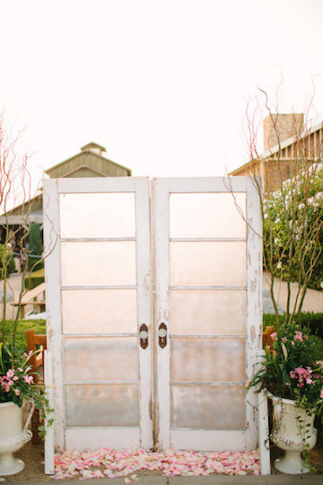 To add a more rustic and personal touch frame the doors with simple bundles of flowers or hang a charming wreath and sign. & 10 Fun Fast DIY Wedding Backdrop Ideas \u2014 Wedding Spot Blog