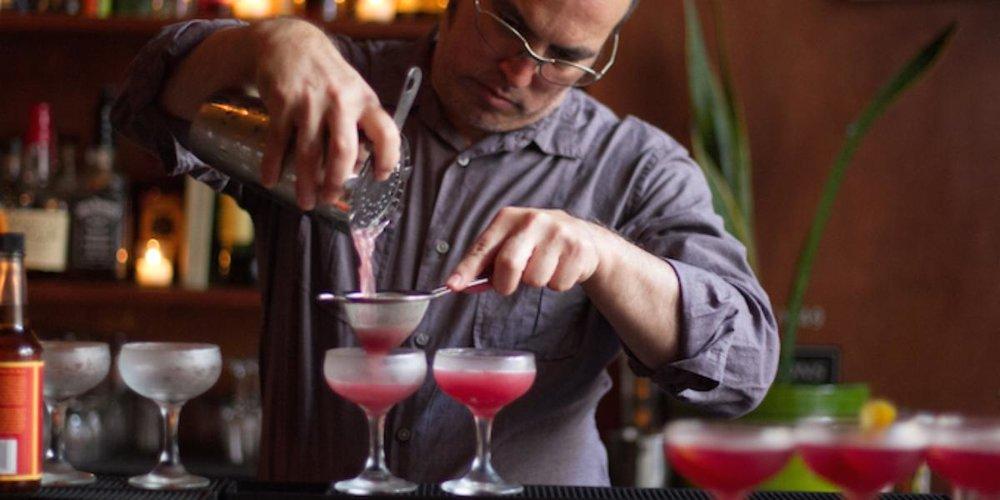 cocktail-tour-downtown-san-francisco-bartender-pour_landscape_lg.1436306966.jpg