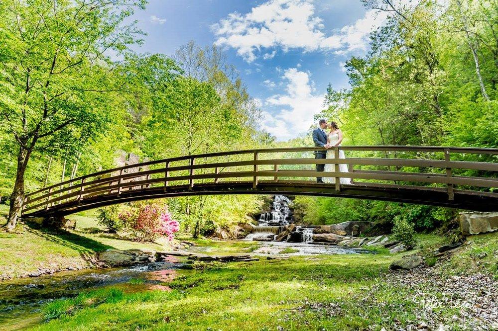 10-of-Our-Favorite-Waterfront-Wedding-Venues-in-the-U.S.-00001.jpg