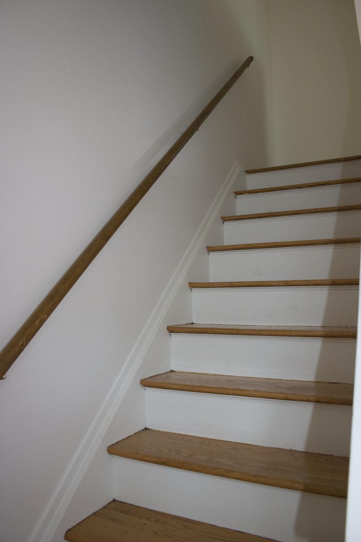 2-bedroom stairway
