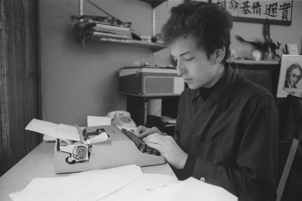 Dylan-at-the-Typewriter.jpg