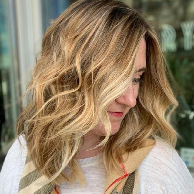 Vanilla waves 🌊 Stunning work of course by lead stylist, Sierra! @hairbysierraridg⠀⠀⠀⠀⠀⠀⠀⠀⠀ .⠀⠀⠀⠀⠀⠀⠀⠀⠀ .⠀⠀⠀⠀⠀⠀⠀⠀⠀ .⠀⠀⠀⠀⠀⠀⠀⠀⠀ .⠀⠀⠀⠀⠀⠀⠀⠀⠀ .⠀⠀⠀⠀⠀⠀⠀⠀⠀ .⠀⠀⠀⠀⠀⠀⠀⠀⠀ #industrysalonseattle #seattle #seattlehair #seattlehairsalon #seattlehairstylist #hair #hairporn #hairgoals #behindthechair #modernsalon #hotonbeauty #btcpics #americansalon  #balayage #balayageandpainted #mastersofbalayage #redken #redkencolor #redkenshadeseq #hairideas #blonde #blondehair #blondeaf #blondebalayage #highlights #beautifulhair