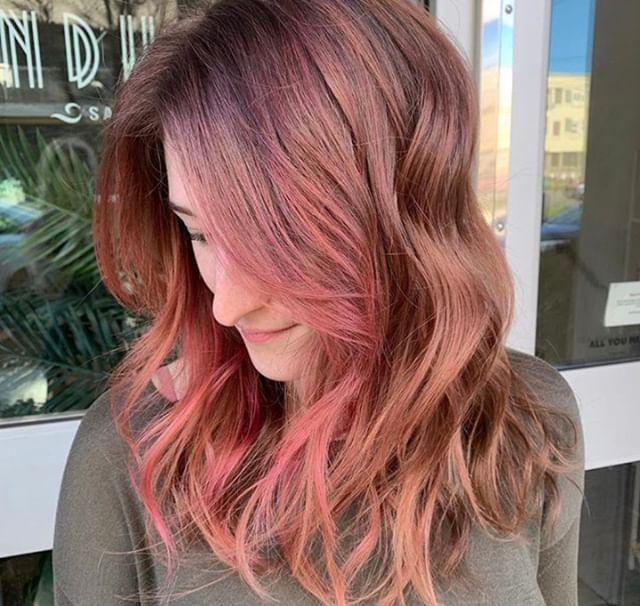 Kiss from a rose 🌹 Gorgeous work by lead stylist, Sierra! @hairbysierraridg⠀⠀⠀⠀⠀⠀⠀⠀⠀ .⠀⠀⠀⠀⠀⠀⠀⠀⠀ .⠀⠀⠀⠀⠀⠀⠀⠀⠀ .⠀⠀⠀⠀⠀⠀⠀⠀⠀ .⠀⠀⠀⠀⠀⠀⠀⠀⠀ .⠀⠀⠀⠀⠀⠀⠀⠀⠀ .⠀⠀⠀⠀⠀⠀⠀⠀⠀ #industrysalonseattle #seattle #seattle_igers #seattlehair #seattlehairsalon #seattlebeauty #seattlecolorist #seattlehairstylist #capitolhillseattle #hair #hairporn #hairgoals #behindthechair #modernsalon #hotonbeauty #btcpics #americansalon #balayage #rosegold #rosegoldhair