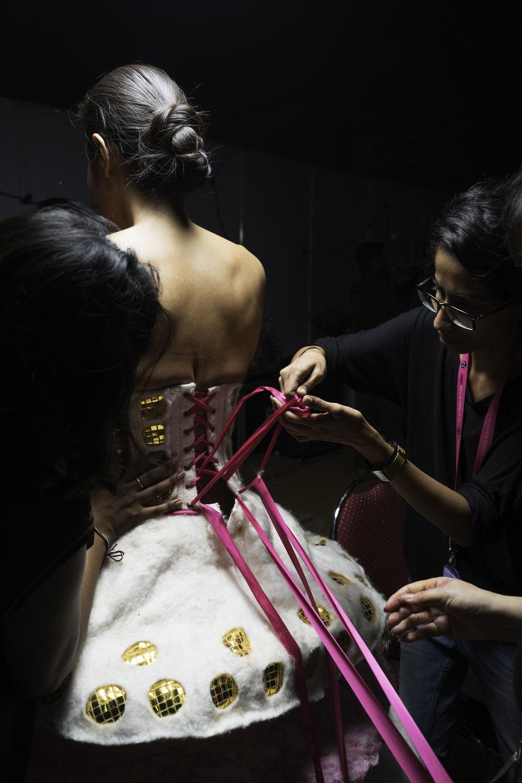 19__fastening corset_1_.jpg