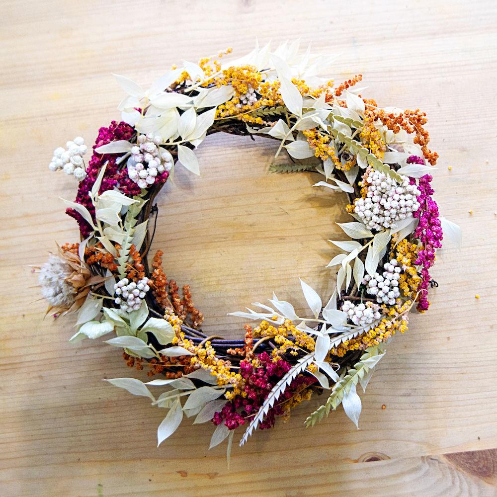 2017年紅藜季 有藜有花活動 中,由 一隅有花 使用 布谷拉夫 生產的紅藜所製作的紅藜花圈