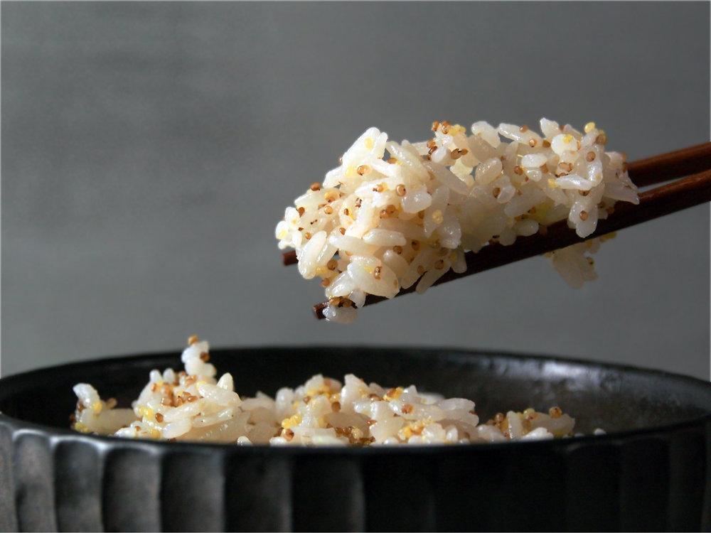 小米搭配紅藜和米飯一起煮,好吃又健康