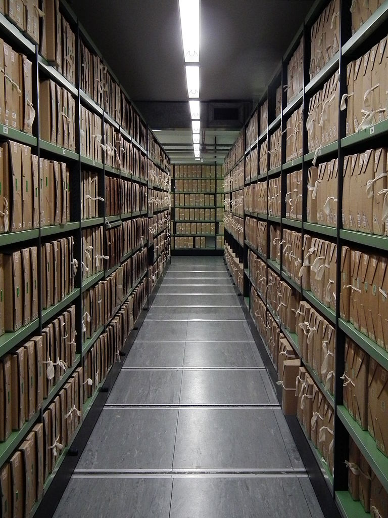 768px-A_corridor_of_files_at_The_National_Archives.jpg