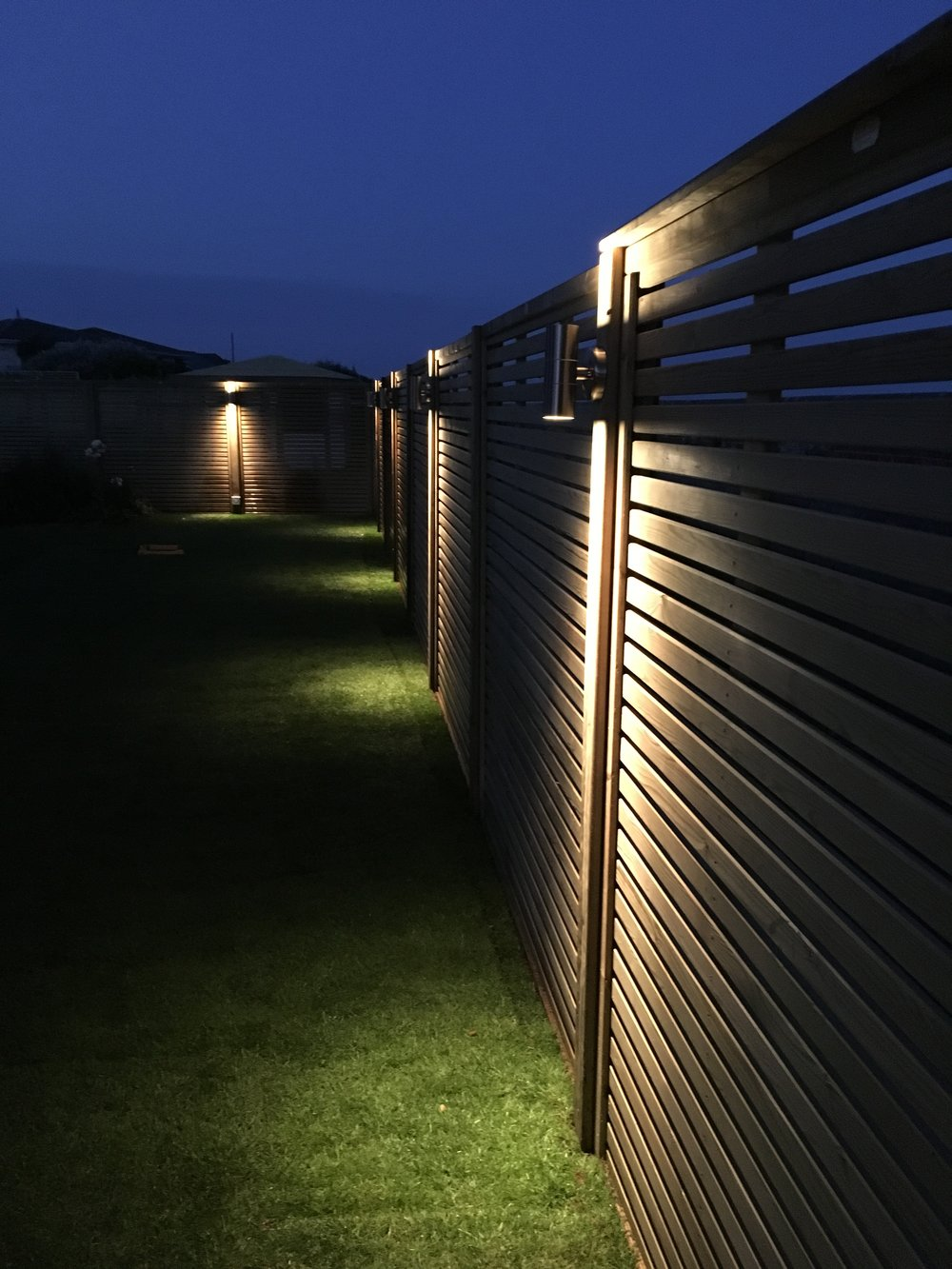 Jackson venetian panels with lighting installed on the posts