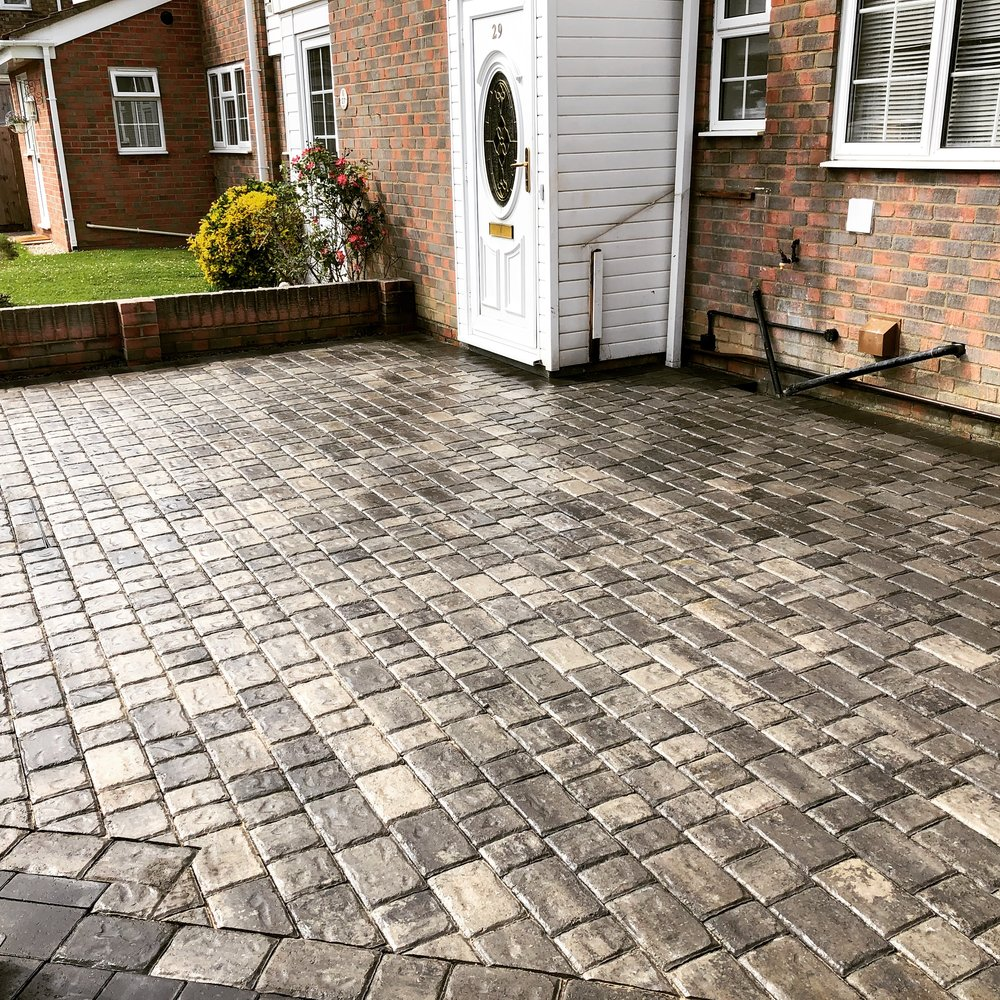 Regatta paving in Silver haze used on this driveway in Bognor Regis West Sussex